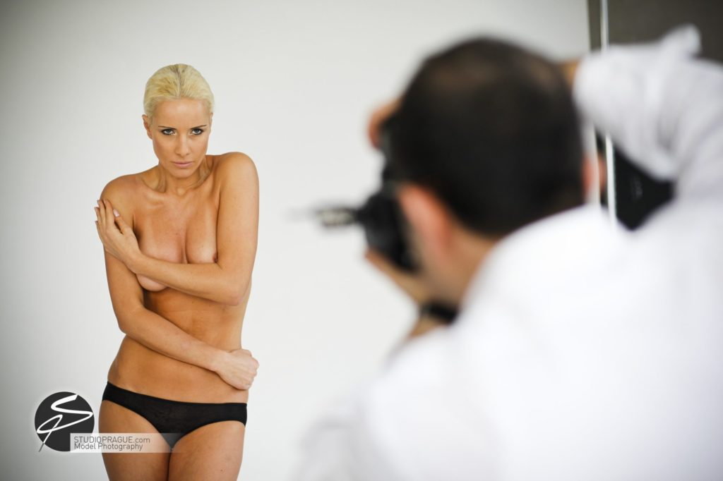Private Nude Photography 2 Days EduShoot - StudioPrague Photo Workshops - Impressions & Behind The Scenes - B3 - 009