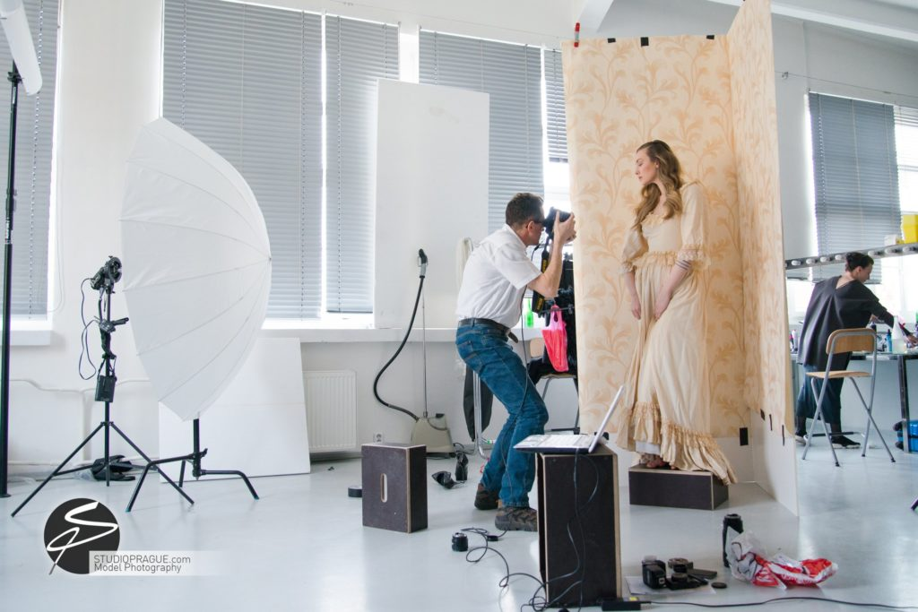 Behind The Scenes Impressions -Glamour Model Productions & Nude Photography Workshops - Creative Nudes - Dan Hostettler - 023