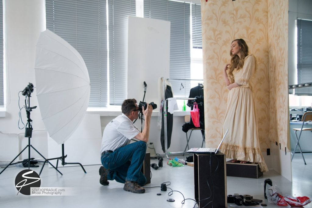 Behind The Scenes Impressions -Glamour Model Productions & Nude Photography Workshops - Creative Nudes - Dan Hostettler - 024