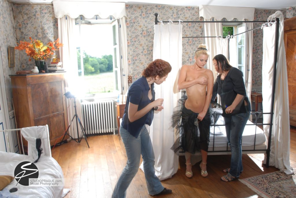 Behind The Scenes Impressions - Glamour Model Productions & Nude Photography Workshops - On Location Photography Dan Hostettler - 025